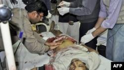 Раненый пакистанец на операционном столе