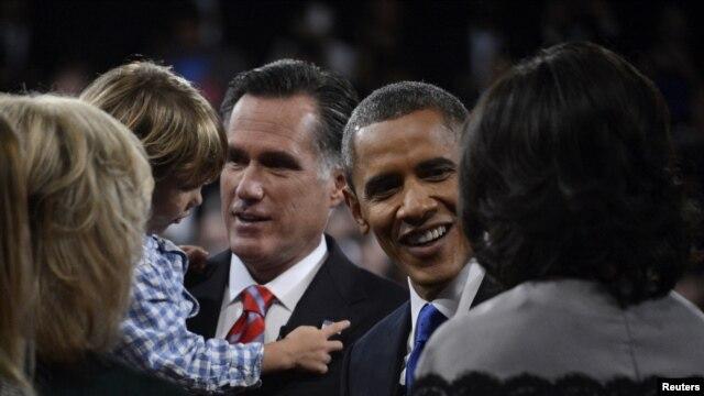 U.S. President Barack Obama and Republican presidential nominee Mitt Romney greet family members following the final U.S. presidential debate in Boca Raton, Florida October 22, 2012.