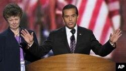 Antonio Villaraigosa berbicara di Konvensi Nasional Partai Demokrat. (Foto: AP/J. Scott Applewhite)