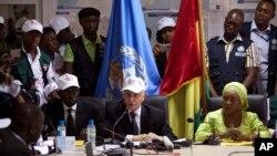 Autoridades sanitarias inician celebraciones, luego que el último paciente, una niña llamada Nubia nacida en el centro de tratamiento de ébola de Médicos Sin Fronteras, donde su madre murió por el virus, fue declarada sana el 16 de noviembre.