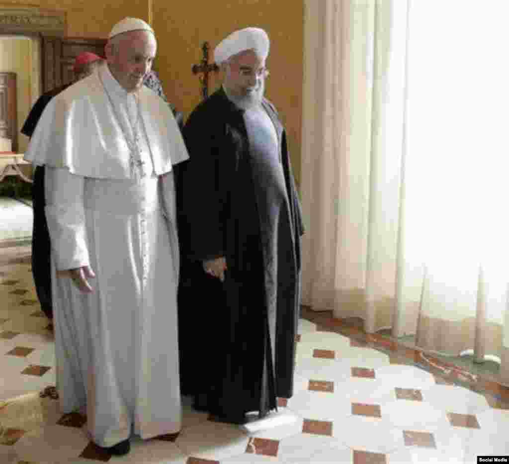 در ديدار پاپ و رئيس جمهوري ايران، پاپ فرانسيس براي او آرزوي صلح كرد و حسن روحاني هم از پاپ خواست براي او دعا كند.