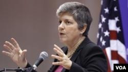 Menteri Keamanan Dalam Negeri Janet Napolitano memberikan kesaksian di depan anggota Komite Hukum Senat AS, Rabu 13/2 (foto:dok).