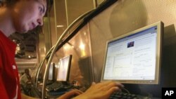 Pengguna internet Rusia marah atas kebijakan baru Moskow yang dianggap membatasi kebebasan internet (foto: dok).