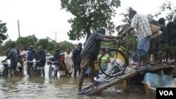 Viktim gwo inondasyon nan peyi Brezil