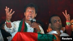 عمران خان نے تحریک احتساب کے نام سے حکومت مخالف احتجاج شروع کر رکھا ہے (فائل فوٹو)