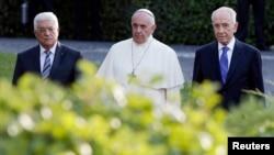 Pope Meets Israeli, Palestinian Leaders for Vatican Prayer Summit