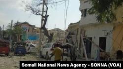 ຈຸດເກີດເຫດລະເບີດ ຢູ່ດ້ານນອກຂອງໂຮງແຮມ Dayah ຂອງນະຄອນ Mogadishu ໃນປະເທດໂຊມາເລຍ, ວັນທີ 25 ມັງກອນ 2017.