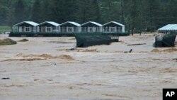 넘친 물에 잠긴 웨스트버지니아 마을