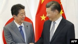 中国国家习近平和日本首相安倍晋三在俄罗斯符拉迪沃斯托克举行会晤。(2018年9月12日)