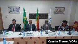 Lors de la réunion tripartite entre le Mali, la Mauritanie et le HCR, à Bamako, le 21 juillet 2017. (VOA/Kassim Traoré)