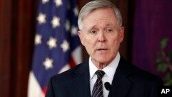 Bộ trưởng Hải quân Mỹ cũng nhấn mạnh đến cơ hội để hải quân hai nước thực hành Bộ Quy tắc ứng xử cho những cuộc chạm trán ngoài ý muốn trên biển.