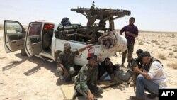 Лівійські повстанці неподалік міста Адждабія