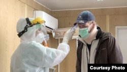 Ispred zdravstvenih ustanova su postavljeni trijažni punktovi za pregled pacijenata kako bi se spriječilo širenje virusa među medicinskim osobljem (Foto: CIN)