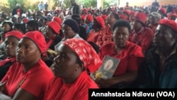 Supporters of MDC-T vice president Thokozani Khupe holding a meeting Sunday in Bulawayo.