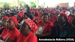 Abasekeli bakaNkosazana Thokozani Khupe besemhlanganweni awenzele koBulawayo ngeSonto.