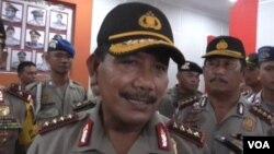 Kapolri Jenderal Badrodin Haiti memberikan keterangan kepada wartawan di Mapolres Poso, Sulawesi Tengah hari Jumat 18/9 (foto: VOA/Yoanes).