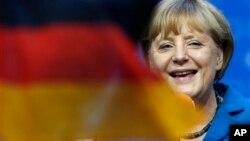 앙겔라 메르켈 독일 총리가 22일, 총선 출구조사 결과 승리가 예상되자 웃음 짓고 있다.