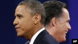 Los candidatos Barack Obama y Mitt Romney se pelean también por el apoyo de la prensa.