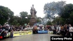 Lễ tưởng niệm tử sĩ Hoàng Sa tại Tượng đài Lý Thái Tổ, Hà Nội.