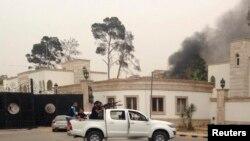 Pasukan pendukung Jendral Khalifa Haftar menyerang parlemen Libya hari Minggu (18/5).