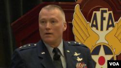 美軍網絡司令部副司令麥克勞林中將2016年9月20日在空天及網絡年度大會上發言(美國之音黎堡攝)