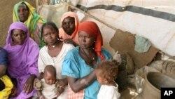 Para pengungsi Darfur, Sudan (foto: dok). Konferensi donor di Qatar menjanjikan $3,6 miliar untuk membangun kembali Dafur.