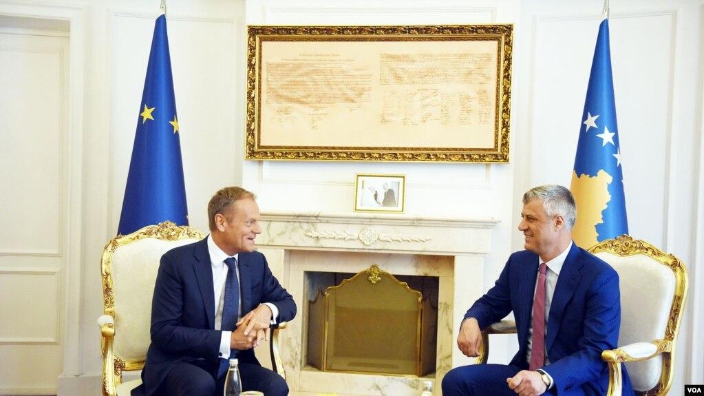 Tusk: Pa normalizim marrëdhëniesh Kosovë – Serbi, nuk ka anëtarësim në BE