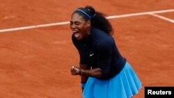 Serena Williams des Etats-Unis vs Kiki Bertens des Pays-Bas - Paris, France, 3 juin, 2016.
