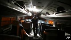 Istražitelj u vagonu Amtraka koji je iskočio iz šina u Filadelfiji