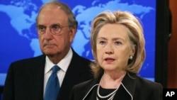 克林顿国务卿8月20日宣布巴、以恢复和谈