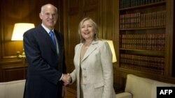 Gretsiya Bosh vaziri Yorgos Papandreu va Xillari Klinton, Afina, 17-iyul, 2011-yil