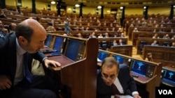 Alfredo Pérez Rubalcaba, el candidato del gobernante Partido Socialista, es superado en las encuestas por el conservador Mariano Rajoy.