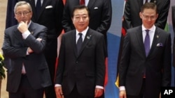 5일 라오스에서 열린 아시아유럽 정상회의 ASEM에 참석한 일본의 노다 요시히코 총리(가운데).