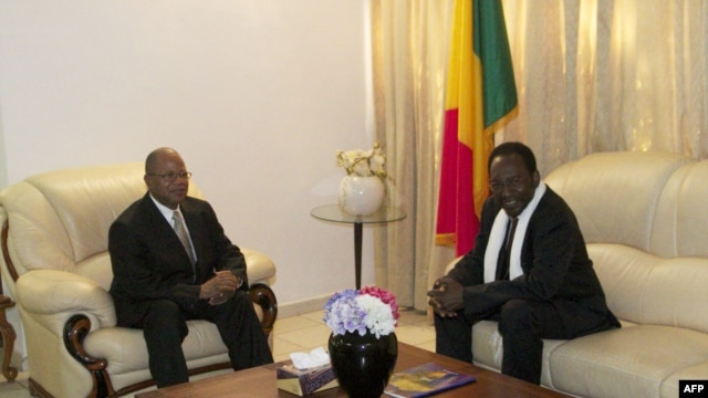 Mali's new Prime Minister Diango Cissoko (L) and Mali's interim President  Dioncounda Traore sit in the Presidential residence in Bamako on December 12, 2012.