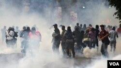 反對派領導的對選舉結果進行的抗議活動演變成暴力事件。