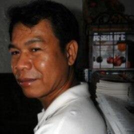 Artist Chhim Sothy, Phnom Penh, Cambodia, January 4, 2012.
