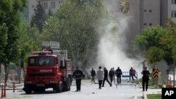 Органи безпеки і пожежники незабаром після вибуху в Газіантепі
