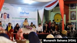Shinta Nuriyah Abdurrahman Wahid sedang memberikaan tausyiyah dalam acara sahur keliling di klenteng Poncowinatan kota Yogyakarta, Senin (20/5/19). (Foto: VOA/Munarsih Sahana).