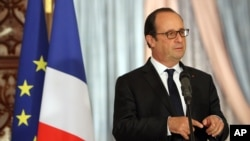 French President Francois Hollande gestures during joint news conference with Iraqi counterpart Fouad Massoum, Baghdad, Sept. 12, 2014.