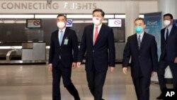 中国驻美大使秦刚2021年7月28日抵达美国履新,中国驻美大使馆副馆长李克新公使等人在机场迎接。