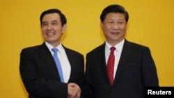 中国国家主席习近平和台湾总统马英九2015年11月7日在新加坡正式握手会晤