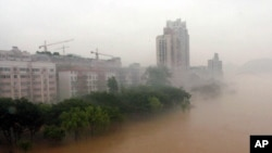 2005年6月20日,广西柳州洪水使得柳江河暴涨。近日柳州市委副书记、市长肖文荪就是落入柳江河中身亡的