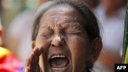 Người Tây Tạng lưu vong hô khẩu hiệu tại một cuộc biểu tình ở New Delhi, bày tỏ tình đoàn kết với các nhà sư tự thiêu ở Tây Tạng để chống lại sự đàn áp của Trung Quốc