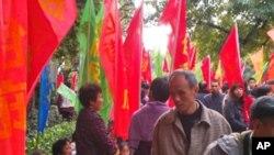 望岗村村民在广州市政府前抗议