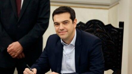 Ông Alexis Tsipras, 40 tuổi, tuyên thệ nhậm chức Thủ tướng Hy Lạp tại Athens, ngày 26/1/2015.