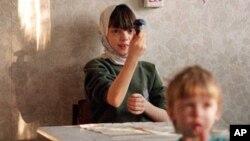 Воспитанники детского дома в подмосковном Томилино. Россия. 24 ноября 2000 г.