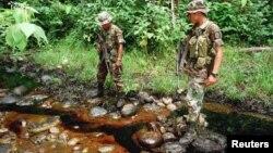 En lo corrido del 2012 se han reportado 67 ataques oleoductos y poliductos en Colombia. Esta imágen revela la afectación ambiental que dejó el ataque de las FARC eb Caño Limon Coveñas en 1998