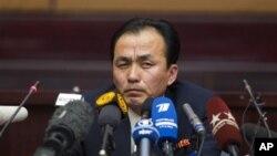 Ryu Gum Chol, wakil direktur program antariksa Korea Utara berbicara di depan para wartawan di Pyongyang, Korea Utara (10/4)