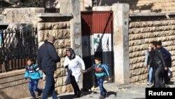 11月20日敘利亞阿勒頗兒童被家長從學校領返。