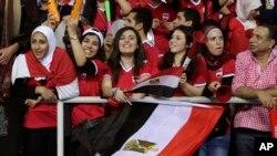 Des supporters égyptiens encouragent leur équipe lors de la CAN 2017 à Libreville, Gabon, le 5 février 2017.